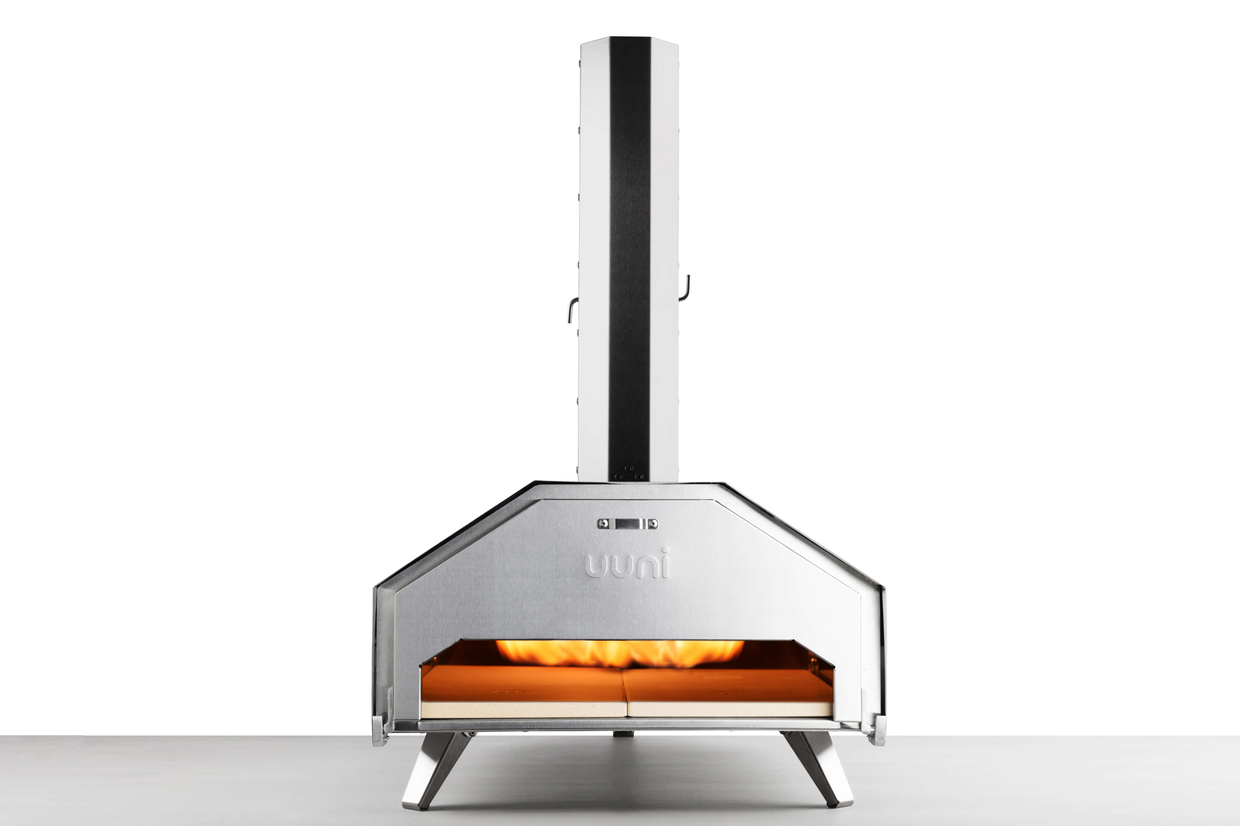 Image of an Uuni Pro with pizza door and fire